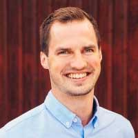 Simon West : Ekonom och statistikansvarig (100%)